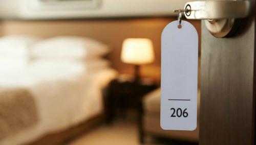 Khi lễ tân khách sạn khiến người thuê nếm mùi cay đắng